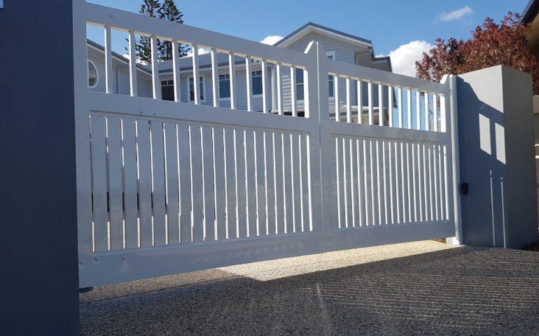 Hampton Style Automatic Rising Gates