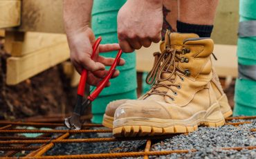 Get back to work like a boss with the Blundstone work and safety range